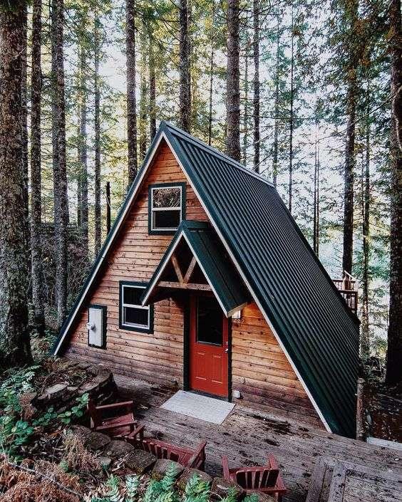 Дом-шалаш в лесу