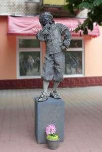 Проскуровская. Живая статуя